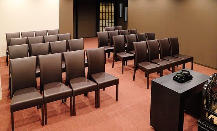 法要室椅子利用風景